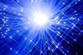 In questo universo e in questo mondo, non vi sono e non vi possono essere due strutture energetiche uguali. Questa è l'unicità dell'essere umano. Ho avuto il privilegio di constatare con i miei occhi, in momenti di incredibile grazia spirituale, la presenza di centinaia di queste strutture energetiche, tutte diverse tra loro per colore, forma e dimensione. Ecco quindi come siamo dopo morti, e come eravamo prima di nascere. Non occorre né spazio né tempo per andare ovunque si voglia andare. Queste strutture energetiche possono perciò essere vicine a noi se lo desiderano. E se solo avessimo occhi in grado di vederle, ci renderemmo conto che non siamo mai soli