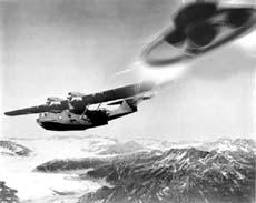 Immagine di fantasia con Byrd e dischi volanti
