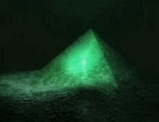 Piramide di cristallo