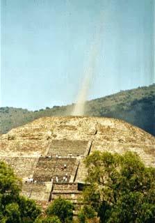 Piramide azteca della Luna in Messico