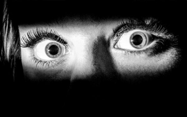 """La vera manipolazione genetica nell'uomo, avviene tramite paure e timori protratti nel tempo: la paura di vivere o di morire, la paura di non avere soldi sufficienti, la paura della """"punizione"""" divina, la paura di non essere in grado di affrontare la vita, o di essere traditi, la paura che impedisce di amare, di avere fiducia..."""