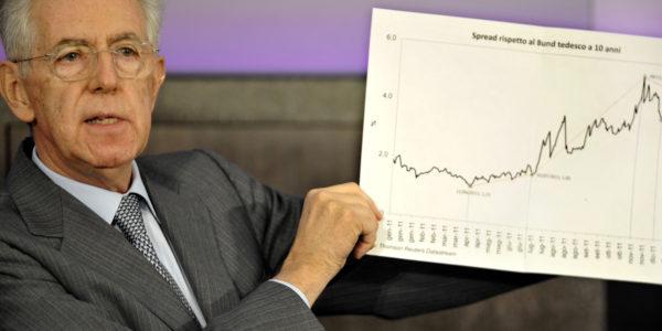 29/12/2011 Roma, conferenza stampa di fine anno del Presidente del Consiglio Mario Monti . Nella foto mostra il grafico dell'andamento dello Spread