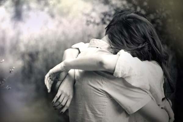 Risultati immagini per abbraccio amici