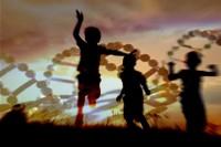 Bambini con tre,quattro eliche di DNA