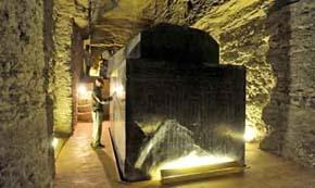 Sarcofago gigante del sito di Saqqara