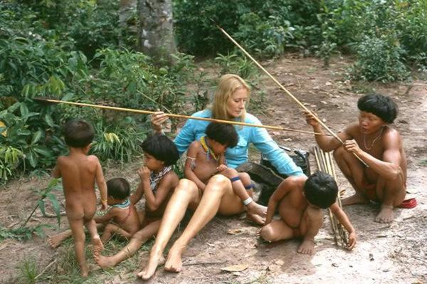 Jean Liedloff con indios