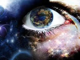"""E se l'energia oscura fosse ciò che sentiamo come coscienza? La coscienza non si vede e, in questo senso, è """"oscura""""; tuttavia la coscienza si sente come identità, emozioni e sensazioni, unità con l'intera collettività, indipendente dalle categorie mentali con cui la """"conoscenza"""" inquadra la """"realtà"""": lo spazio e il tempo. La coerenza dei movimenti mostra le abilità della materia bianca del nostro cervello, materia capace di usare l'energia oscura e quella elettrica in modo marginale. L'attuale """"civiltà"""" usa invece quella elettrica, che è bipolare, cioè composta di cariche elettriche, positive e negative, come forma dominante di energia."""