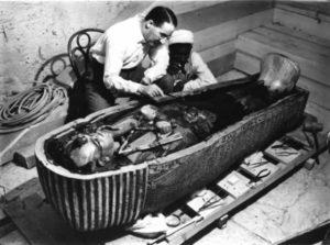 Apertura tomba di Tutankhamen