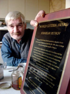 Stanislav Petrov con il World Citizen Award