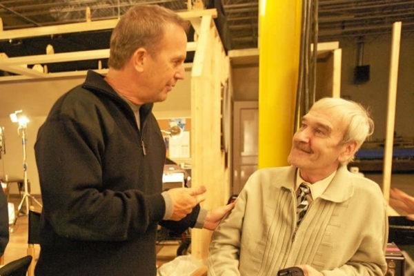 Kevin Kostner con Stanislav Petrov