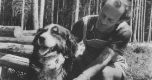 Bruno Groening guarisce un cane