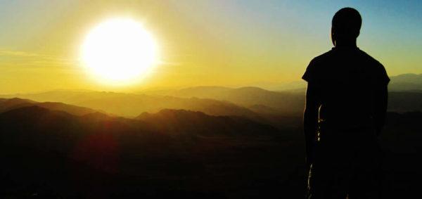 """Quando si pensa al risveglio, a quel processo che ormai sta prendendo moltissime persone, che si rendono conto che il mondo non è come ci pareva, e che ci dicono un sacco di bugie, si pensa ad un passaggio di una barriera, di uno spartiacque che in qualche modo divide quelli che """"hanno capito"""", da quelli che """"ancora dormono""""."""