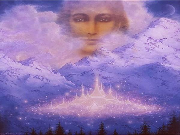 Hariakhan Baba Maharaj è stato visto da testimoni fra il 1800 e il 1900. Parlava una mescolanza di nepalese, hindi e kurmachal, ma era anche in grado di esprimersi nella parlata del suo interlocutore, da qualunque parte dell'India questi provenisse. Nessuno sapeva di dove fosse giunto, ove fosse nato e quando. Possedeva tutti i siddhas (poteri) di cui parla il terzo libro degli Yogasutra di Patanjali: capacità di rendere il proprio corpo grandissimo o piccolissimo, levitazione, invisibilità, forza sovrumana, telepatia, chiaroveggenza. Era in grado di compiere miracoli; ma, soprattutto, esercitava un particolare fascino, emanava una particolare energia cui era praticamente impossibile resistere.