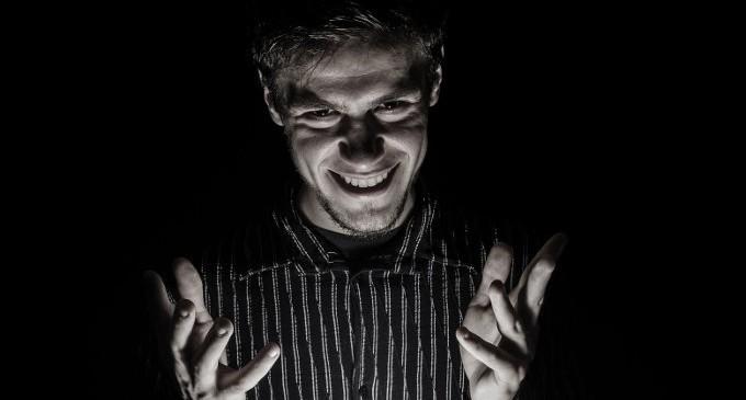 10 segni di incontri sociopatici