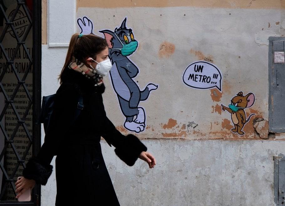 Coronavirus, Tom&Jerry a distanza di un metro nel nuovo murale di ...