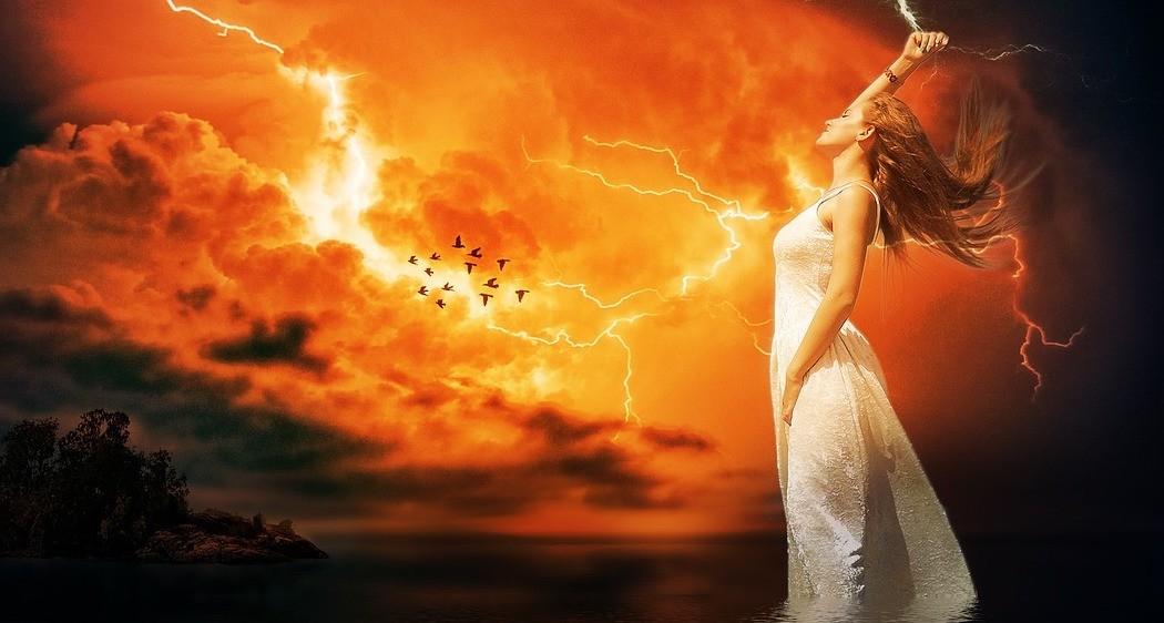 Il più grande potere di una donna é la sua forza d'animo. - Il nostro dovere è riuscire a risvegliarla.   OgniGiorno Magazine