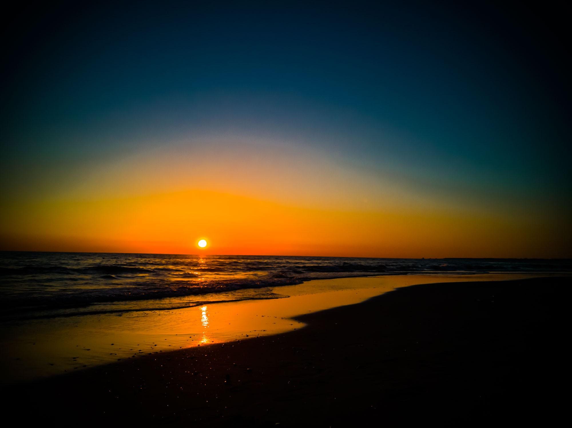 Tramonto intenso sul mare in autunno » immagini tramonto >> immagni di tramonti sul mare immagini di tramonto in montagna e paesaggi al tramonto