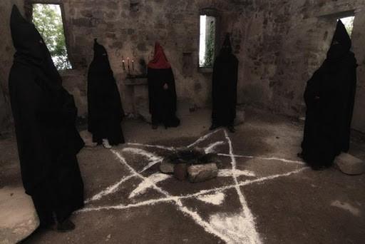 I segreti del rito satanico per eccellenza: la Messa Nera