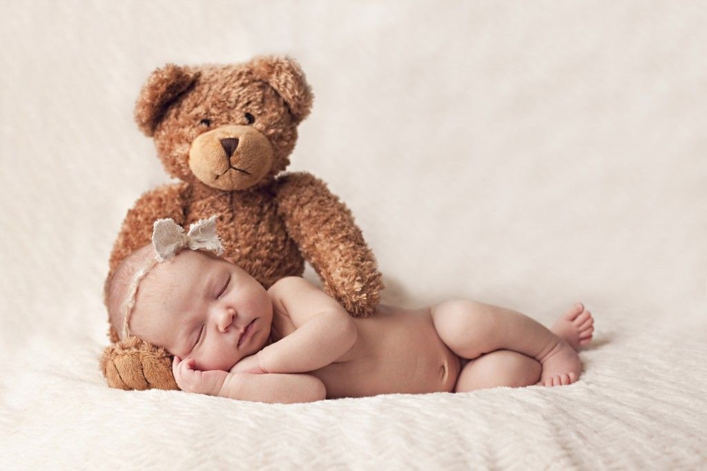 I love the bear. There are many cute newborn photo ideas on this blog | Newborn photos, Toddler photography, Baby photography