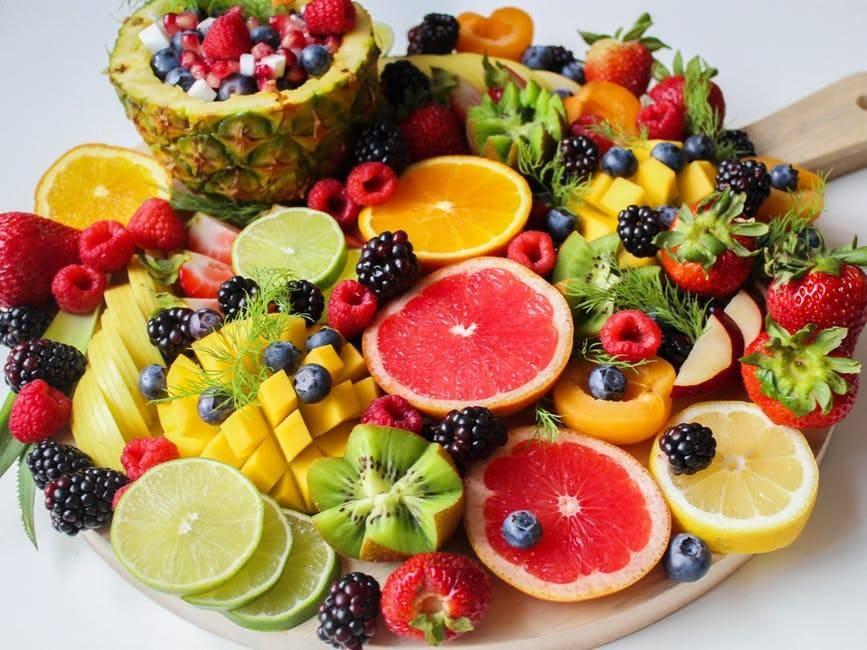 Mangiare frutta e verdura rende più felici